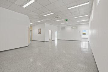 Multifunktionale Büroeinheit in verkehrsgünstiger Lage von Weingarten, 88250 Weingarten, Bürohaus